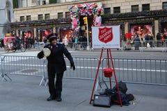 救世军战士为汇集执行在曼哈顿中城 免版税库存图片