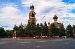 救主变貌教会的看法在从Volokolamsk高速公路的Tushino在一个平静的夏天晚上 莫斯科 俄国 免版税库存图片
