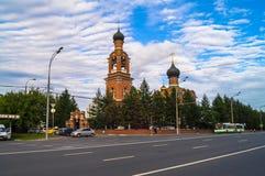 救主变貌教会的看法在从Volokolamsk高速公路的Tushino在一个平静的夏天晚上 莫斯科 俄国 库存图片
