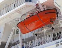 救护设备红色小船垂悬 查出 图库摄影