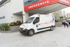 救护车在城市 免版税库存图片