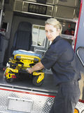 救护车盖尼式床医务人员去除 库存照片