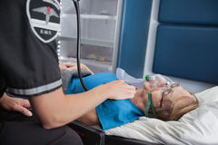 救护车脉冲前辈妇女 免版税库存照片