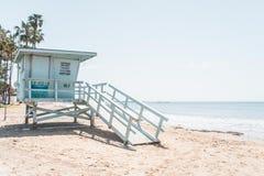 救生员塔俯视的海滩 库存图片