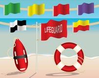 救生员设备和在海滩的警告旗子 免版税库存图片