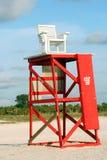 救生员椅子和塔 免版税库存照片