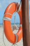 救生员海滩救援设备橙色lifebuoy 库存照片