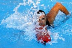 救生员游泳 免版税库存图片