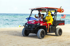 救生员留下海滩小屋 免版税库存图片