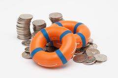 救生圈和硬币 库存图片