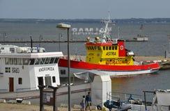 救生船停泊在卡尔斯克鲁纳,瑞典 库存照片