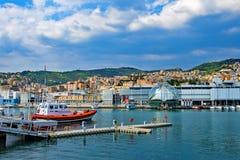 救生艇急救工作在热那亚港口,复活节的意大利2019年 免版税库存照片
