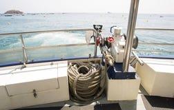 救生艇甲板有海背景 免版税库存照片