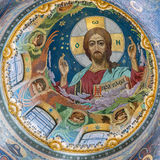 救主教会的圆顶溢出的血液的在圣彼德堡 免版税库存图片