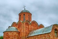 救主的变貌的教会Kovalevo的在Veliky诺夫哥罗德,俄罗斯 门面和圆顶特写镜头视图  库存图片