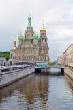 救主的教会血液的在Griboedov渠道旁边 免版税库存照片