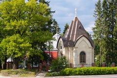 救主的教会Rumbauskas的在生活附近路的小山  市Vsevolozhsk,列宁格勒地区,俄罗斯 免版税库存照片