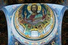 救主,圣Petersb的教会的天花板溢出的血液的 库存照片