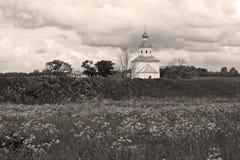 教会严重的老天空 免版税库存照片