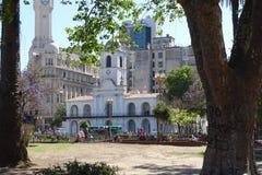 教会从公园的门面视图,布宜诺斯艾利斯,阿根廷, 2017年11月30日 库存图片