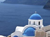 教会传统海岛的santorini 库存图片