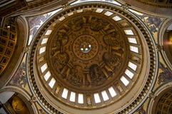 教会内部伦敦保罗s st 免版税库存图片