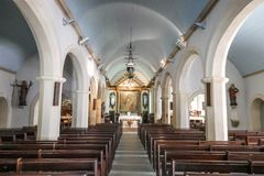 教会内部在佳丽的Ile Locamaria有没人的里面 库存照片