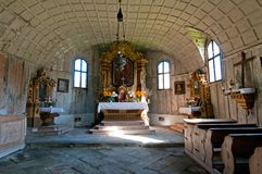 教会内部老木 库存图片