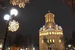 教会冬天 圣诞节城市神仙的拉脱维亚晚上地方上的短期相似的传说 库存图片