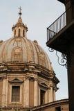 教会半球形的罗马 免版税图库摄影