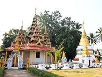 教会和塔在Wat Srichum, Lampang 库存照片