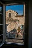 教会和尖顶与时钟在Vence村庄 免版税库存照片