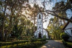 教会和房子移民村庄公园& x28的; Parque Aldeia做Imigrante& x29;-新星Petropolis,南里奥格兰德州,巴西 库存照片