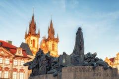 教会和扬・胡斯纪念品在布拉格 库存图片