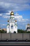 教会和生存房子 莫斯科市全景 库存图片