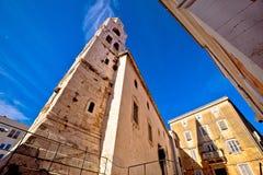 教会和石头正方形在扎达尔 免版税库存图片
