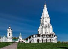 教会和belltower在莫斯科 免版税库存图片