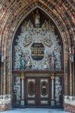 教会哥特式门户在施特拉尔松德的历史的中心 免版税库存照片