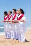 教会唱诗班唱歌海滩 免版税库存图片