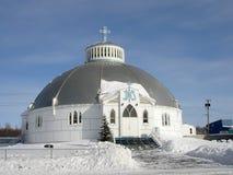 教会园屋顶的小屋inuvik 图库摄影