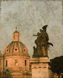 教会圆顶和天使-葡萄酒 库存照片