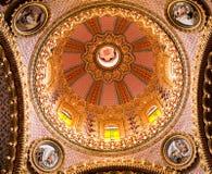 教会圆顶金子guadalupita内部墨西哥粉红色 免版税库存图片