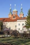 教会圣劳伦斯(Vavrinec) Petrin小山 布拉格 cesky捷克krumlov中世纪老共和国城镇视图 图库摄影