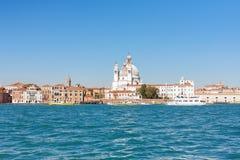 教会圣塔玛丽亚从运河的della致敬看法  免版税库存照片