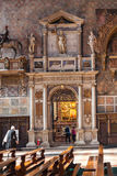 教会圣塔玛丽亚gloriosa dei frari内部  库存照片