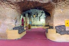 教会圣徒宝拉,在Mokattam小山的一系列的洞和教堂掩藏的之一七个教会,开罗,埃及 免版税图库摄影