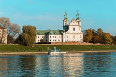 教会圣迈克尔Skalka维斯瓦河的在克拉科夫,波兰 库存照片