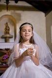 教会圣餐礼服第一个女孩佩带的年轻&# 库存照片