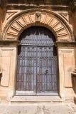 教会圣马特奥的木古老门Banos de la的恩西纳 免版税图库摄影