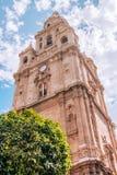 教会在从下来看的城市 免版税图库摄影